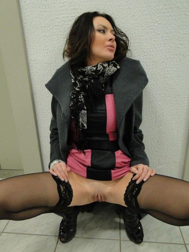 Сучки без бикини по первому же слову раздвигают ножки