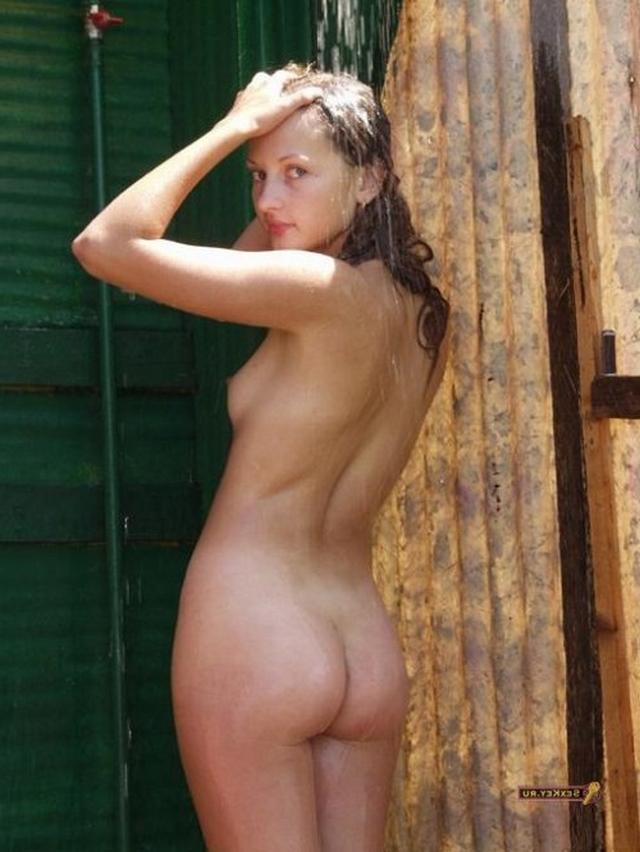 Голенькие чики обожают заняться сексом порнофото