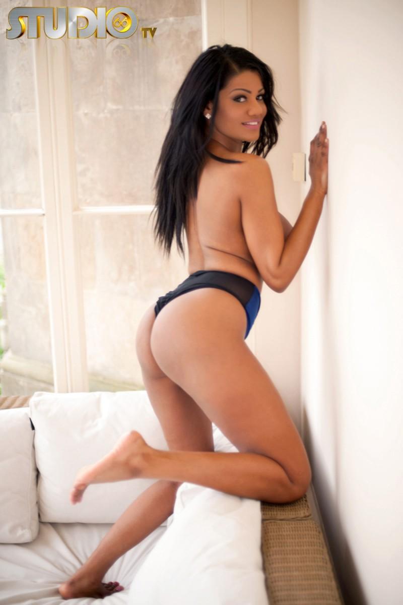 Ню фото бразильянки с большими дойками