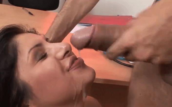 Разъяренный мужчина выеб глав. врача скорой помощи прямо в кабинете, порно гифки